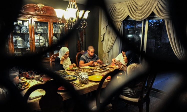 A family breaks the Ramadan fast at their home in Fullerton, California. (© AP Images)