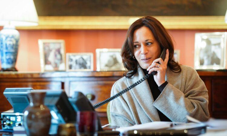 La vice-présidente Kamala Harris s'est entretenue avec le président français Emmanuel Macron.