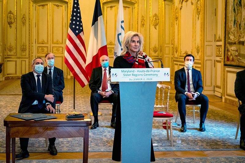 Ambassador McCourt and President of Hauts-de-France Xavier Bertrand at the signing ceremony.