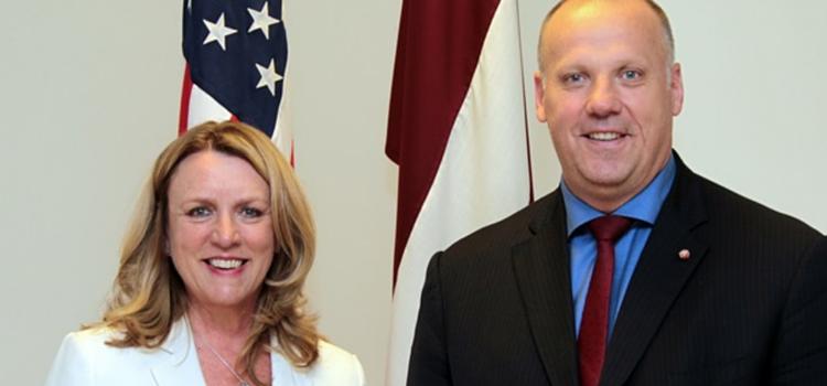 ASV Gaisa spēku sekretāre Deborah Lee James un LR Aizsardzības ministrs Raimonds Bergmanis
