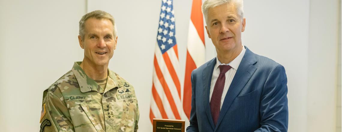 ASV Speciālo operāciju pavēlniecības komandieris apmeklē Latviju