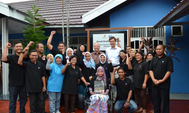 Perjalanan Duta Besar Blake ke Balikpapan, Kalimantan Timur