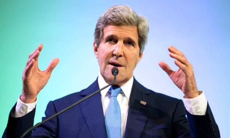 Menlu Kerry Datang ke Jakarta, Februari 2014 (State Dept. / AP Images)