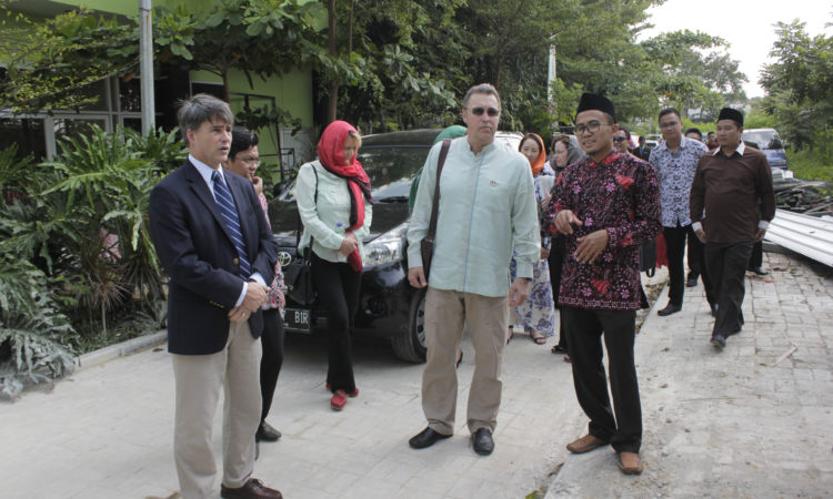 U.S. Congressional Delegation Meets Indonesian Cabinet Officials, Urges Stronger Economic Ties (State Dept. / Pesantren Darul Quran)
