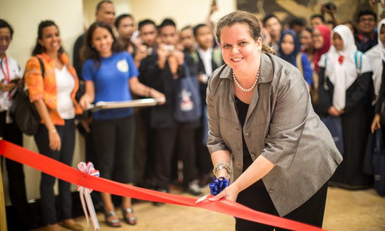 Consul General Heather Variava Opened EducationUSA Fair in Surabaya (State Dept.)