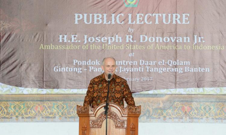 Kunjungan Dubes Donovan ke Pondok Pesantren Daar El-Qolam (State Dept. / Erik A. Kurniawan)