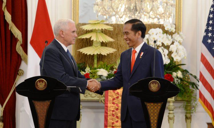 U.S. Vice President Pence President Jokowi (State Dept./Erik Kurniawan)