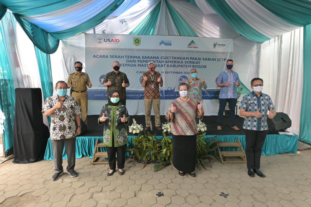 AS Berikan Fasilitas Cuci Tangan dengan Sabun kepada Indonesia untuk Melawan COVID-19 (USAID / State Dept.)