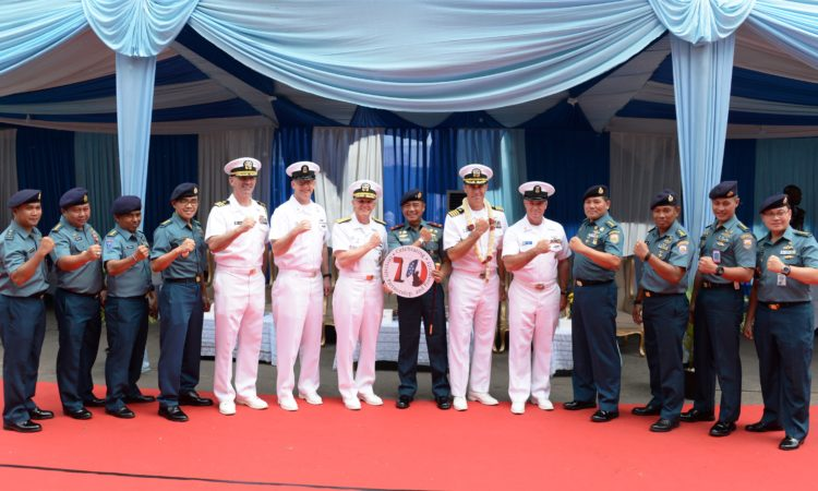 7th Fleet Flagship USS Blue Ridge Strengthens Maritime Partnership in Indonesia