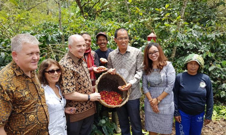 Dubes AS Promosikan Kemitraan Strategis AS-Indonesia dalam Kunjungannya ke Danau Toba (State Dept. / U.S. Consulate Medan)
