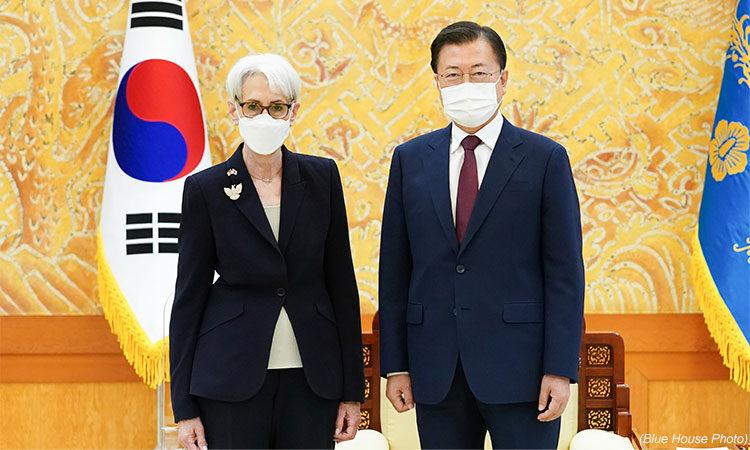 Deputy Secretary Sherman's Meeting with Republic of Korea President Moon Jae-in (Blue House Photo)