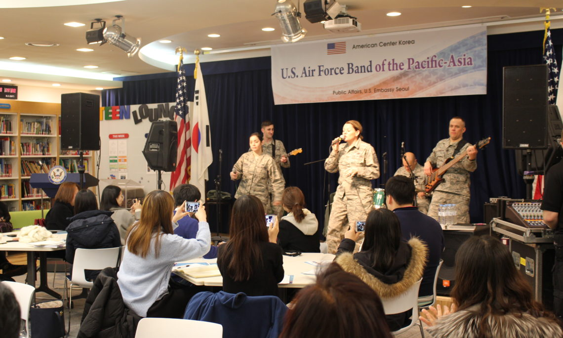 March 11, 2016 – The American Center Korea hosted the U.S. Air Force Band of the Pacific-Asia during a concert on March 11. Eighty students, invites guests and members of the general public enjoyed the evening highlighting the best in contemporary American music.