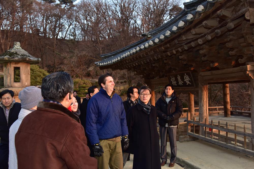 January 20, 2016 - Ambassador Mark Lippert visits Yeongju, Gyeongbuk for his 1st trip in 2016.