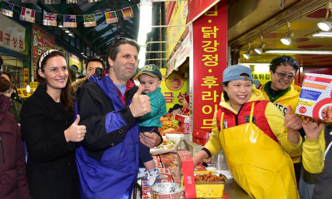 February 5, 2016 - Ambassador Mark Lippert and his family enjoyed Korean chicken at Joongang Market in Gangneung.