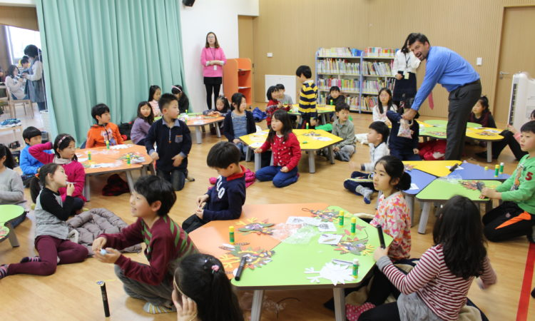 "February 25, 2016 – Director of American Spaces Anthony Tranchina conducts a storytelling session with children from Sejong City, a new ""planned city"", which plays host to several Korean government ministries. The event, held at the National Library of Korea, was a half-day version of the Embassy's popular ""Uncle Sam's Camp"" to promote an interest in reading, English language learning and U.S. history and culture to younger audiences."
