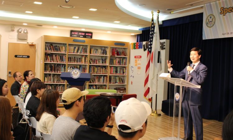 April 26, 2016 – U.S. Embassy Seoul hosts a speaker program with Korean-American actor Ken Jeong at the Embassy's American Center.