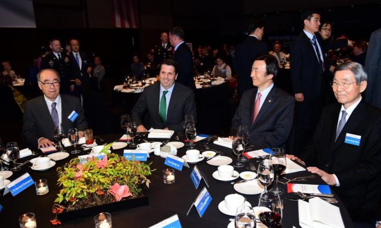 September 17, 2015 - Ambassador Mark Lippert (second from left) meets with Foreign Minister Yun Byung-se at the 2015 Korean American Friendship Night. 2015년 9월 17일 - 마크 리퍼트 주한미국대사(왼쪽에서 두번째)가 '한미친선의 밤 2015'행사에서 윤병세 외교부 장관을 만나고 있다.