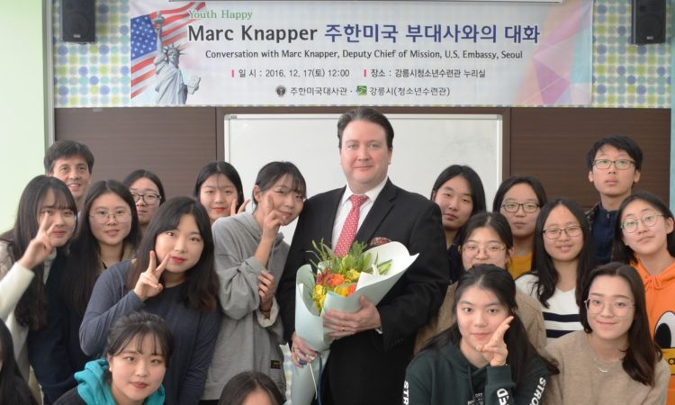 Deputy Chief of Mission Marc Knapper Meets with Local High School Students in Gangneung