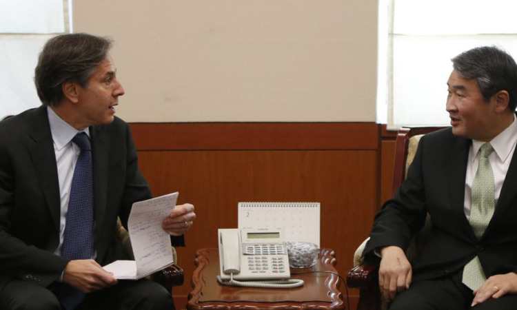 South Korea Koreas Tension - U.S. Deputy Secretary of State Antony Blinken, left, talks with South Korea's Vice Foreign Minister Cho Tae-Yong during their meeting at the Foreign Ministry in Seoul Monday, Feb. 9, 2015. (AP Photo/Kim Hong-Ji, Pool)