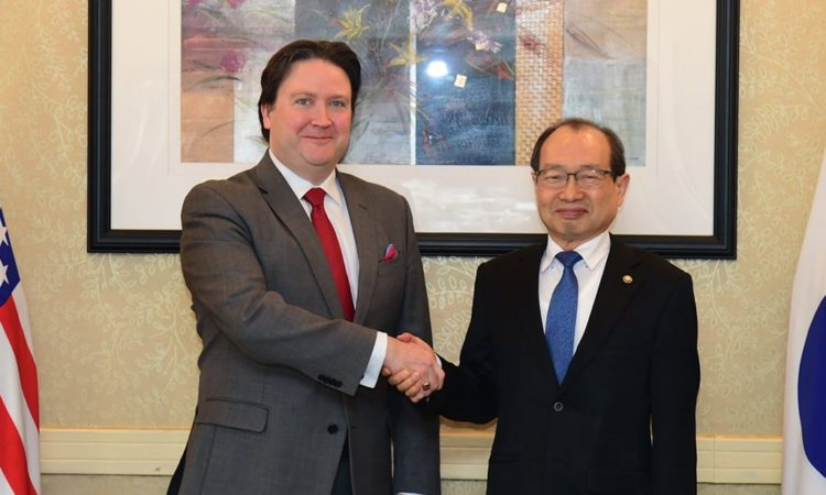 April 7, 2017 - Chargé d' Affaires Marc Knapper met with Minister of Defense Acquisition Program Administration Chang Myung-Jin to share opinions about regional security issues and future cooperation.