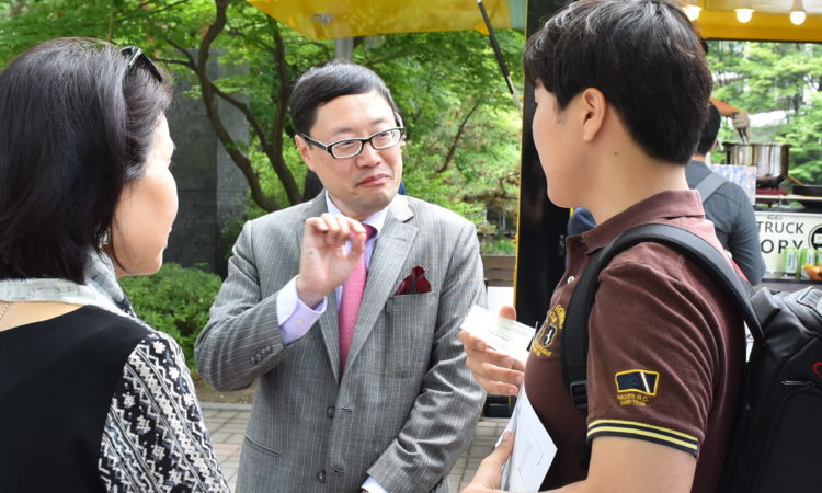 Acting Deputy Chief of Mission Robert Ogburn Meets Students at Seoul National University