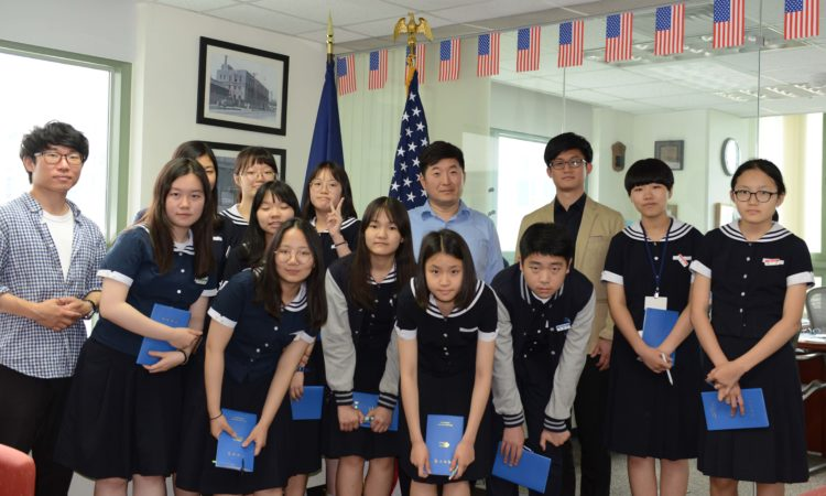 Young Reporters Visit Consulate