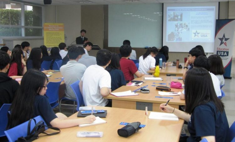 American Center Korea's EducationUSA Center Teams Up for Outreach to Korean High School in Suwon