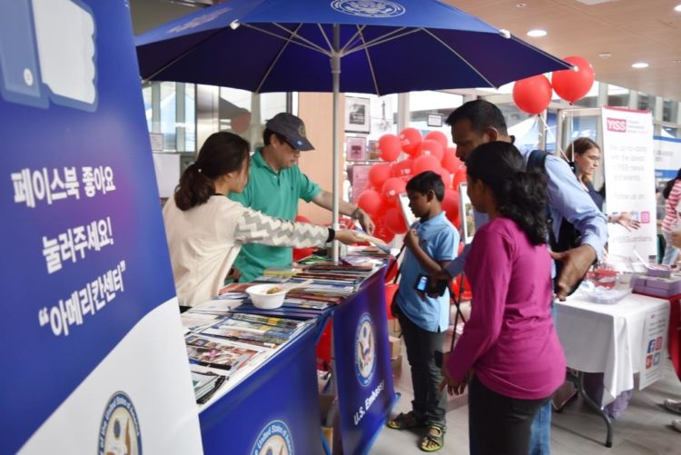 American Center Korea Pop Up Booth Wows Parents and Youth
