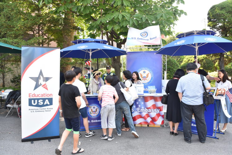 Pop Up Booth at the Ambassador's Residence Attracts Seoul Citizens