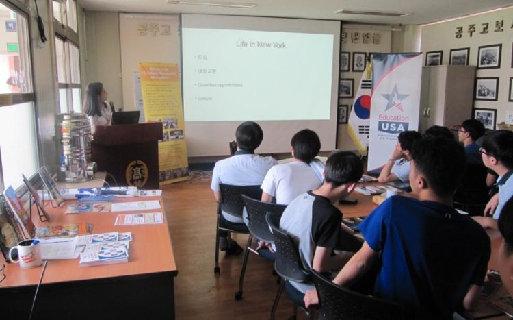 American Center Korea's EducationUSA Center Teams Up for Outreach to Korean High School in Kongju