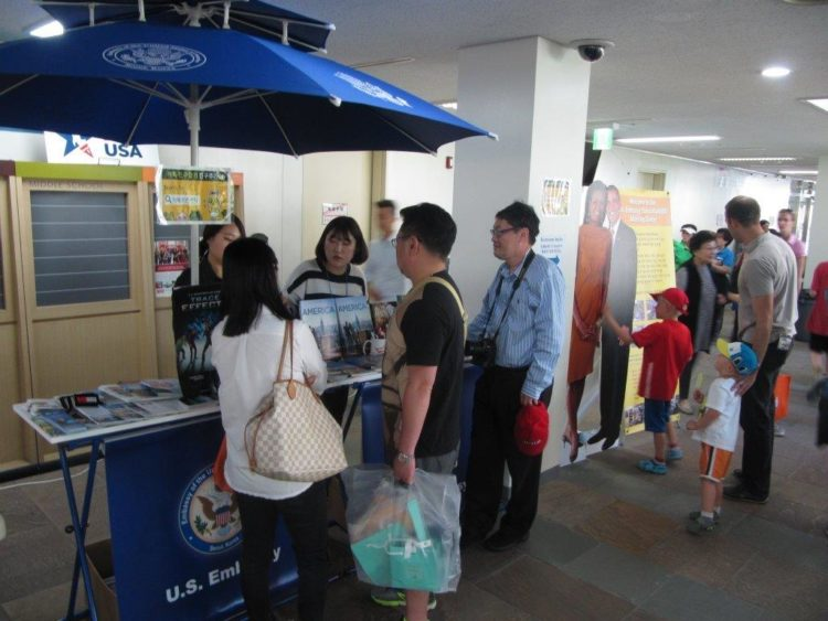 American Center Korea Pop Up Booth Wows Korean Parents and Youth