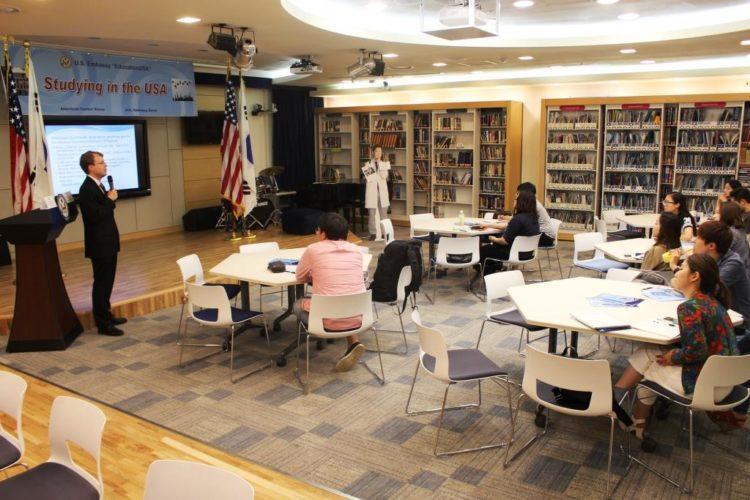 American Center Korea Supports Prospective Students through EducationUSA Seminar