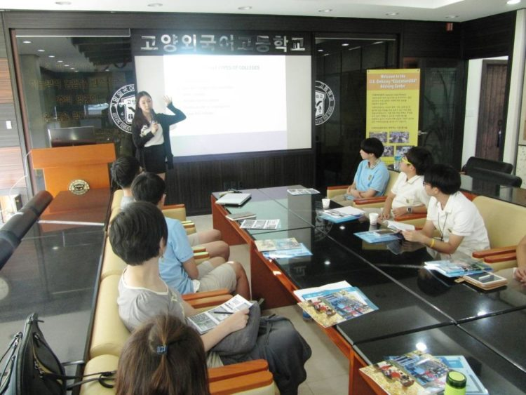 American Center Korea and EducationUSA Team Up for Outreach to Korean High School in Goyang