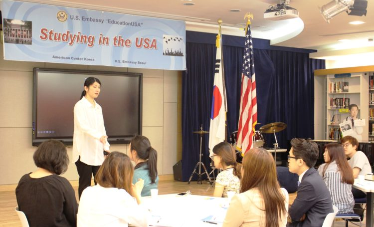 American Center Korea Promotes Study Opportunities in the United States to Korean College Students