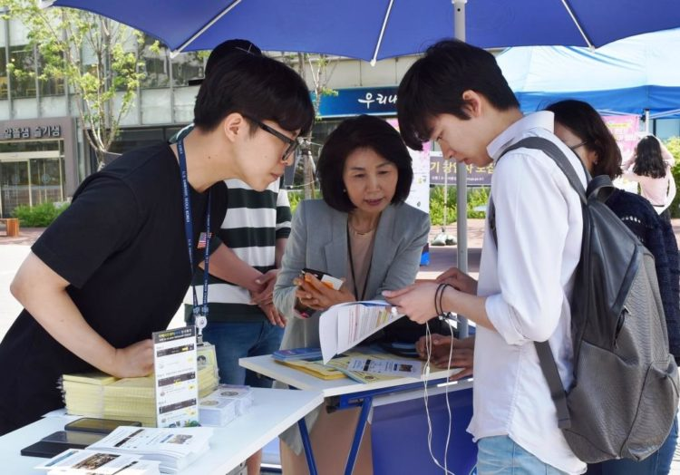 Pop-up Booth at Yonsei University Attracts Korean Youth