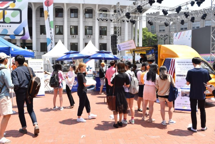 Pop Up Booth at Korea University Attracts Korean Youth
