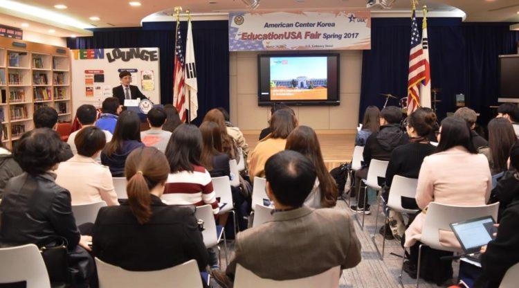 EducationUSA 봄 박람회를 통한 미국 고등교육기관 관계자들과 한국 학생들의 만남