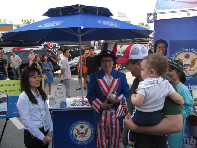 American Center Korea Pop Up Booth Strengthens U.S.-Korea People-to-people Tie in Daejeon