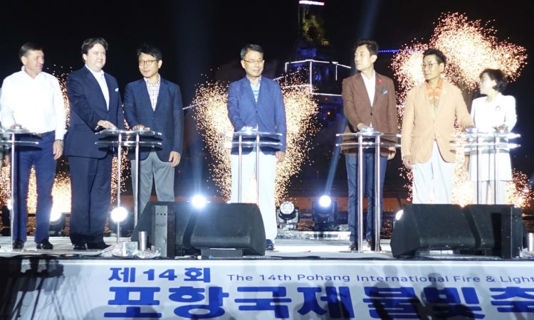 Chargé d' Affaires Shines at Pohang Fireworks Festival