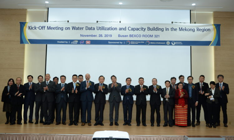 Consul Daniel C. Gedacht congratulated the opening of 'the Korea-Mekong Water Resources Joint Research center'.