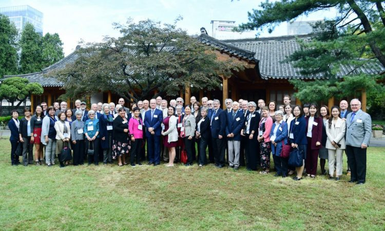 10/18-Deputy Chief of Mission Rob Rapson hosted a reception and tour of the Ambassador's residence for former Peace Corps volunteers who served in Korea between 1966 and 1981. DCM Rapson thanked them for the key role they played in building the long-standing friendship between the U.S.&ROK.
