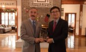 Ambassador Presents the Don Oberdorfer Award to Mr. Park Chansu of the Hankyoreh