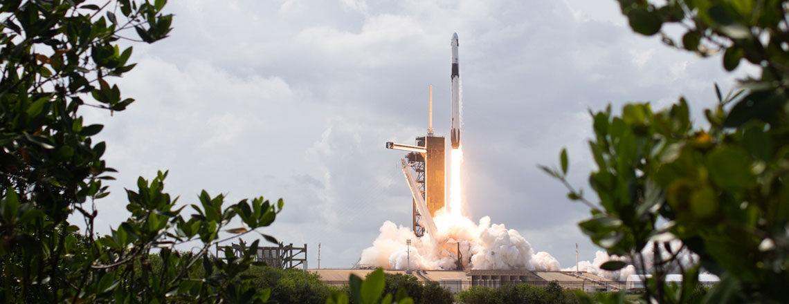 미 항공우주국(NASA), 사상 최초 민간 유인 우주선 쏘아 올려
