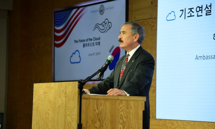 Ambassador Harry Harris Addresses Cloud Computing at Facebook Korea