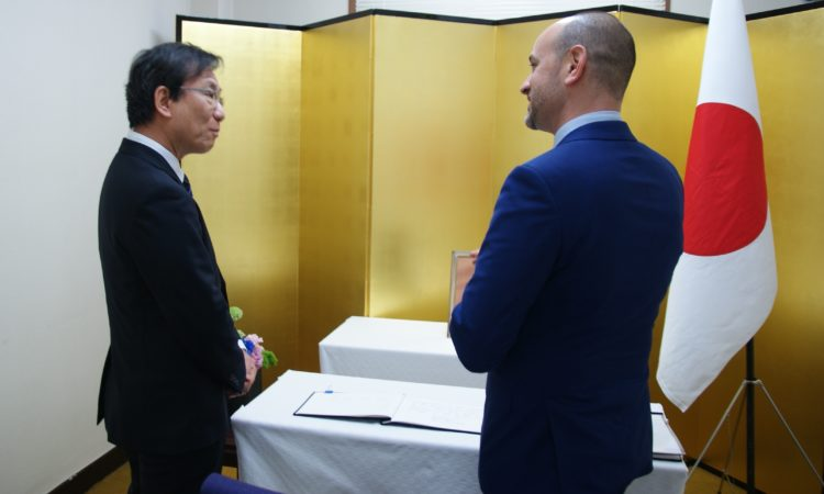 Consul Signs Congratulatory Book for New Japanese Emperor