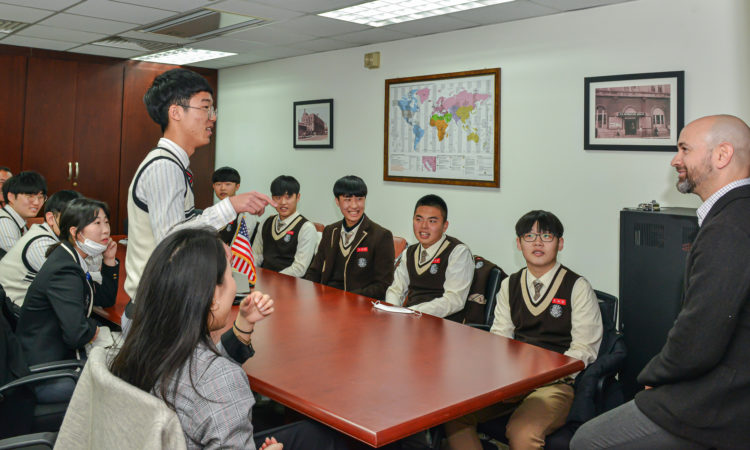 Photo Gallery) Consul Discusses Diplomacy With Model UN Students from Gimhae