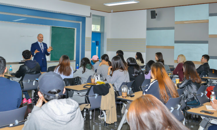 Consul Talks about U.S. Political System and U.S. – Korea Relations At Pusan National University