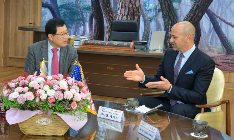Consul Daniel C. Gedacht Meets with Gyeongju Mayor