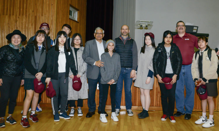 Consul Encourages International School Students Save the Environment