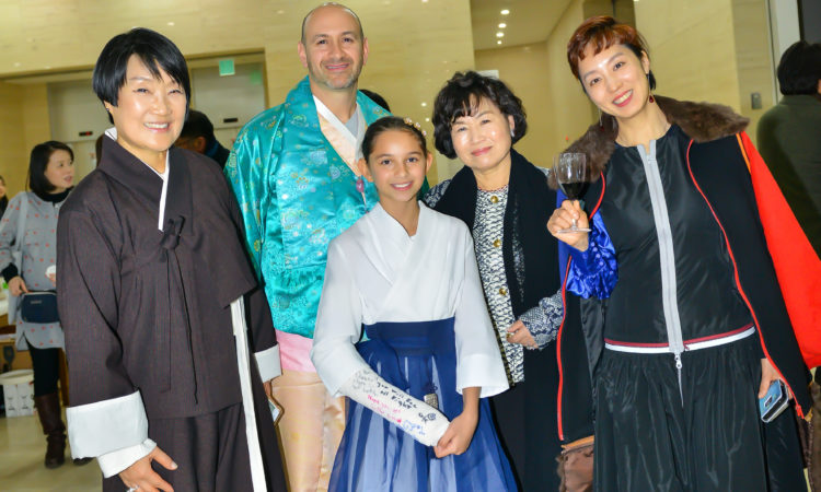 Consul Attends Modern Art Exhibition Opening